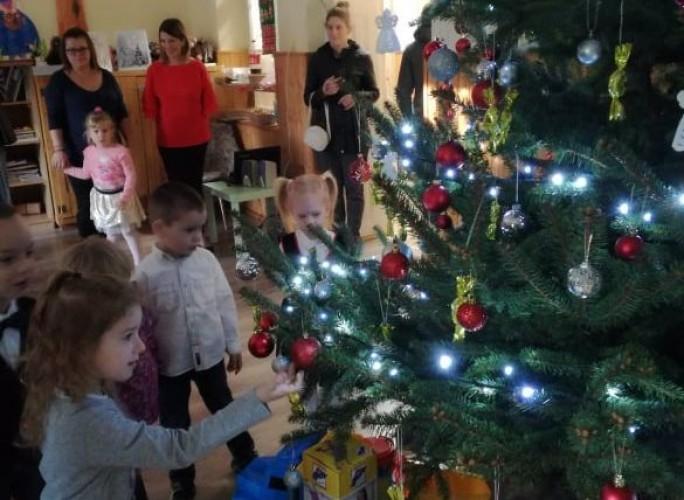 Az óvodában már áll a karácsonyfa