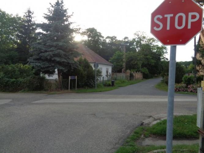 Stoptáblák kerültek a kereszteződésbe