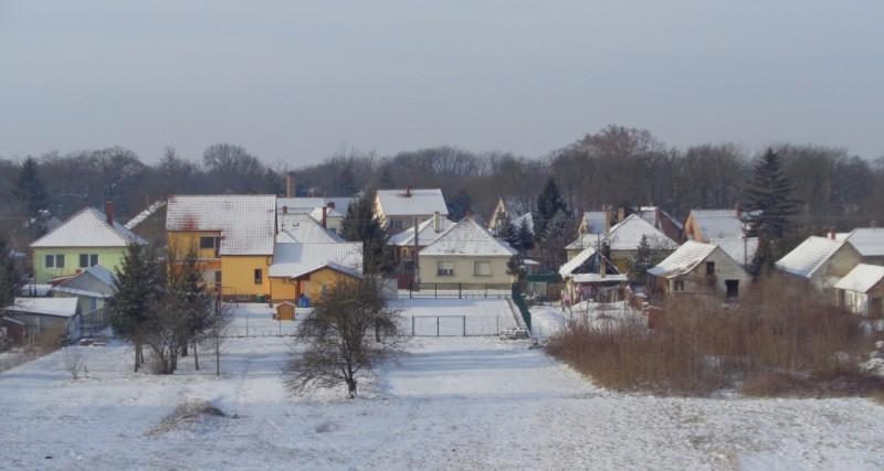 A havas Győrsövényház a kilátóról fotózva