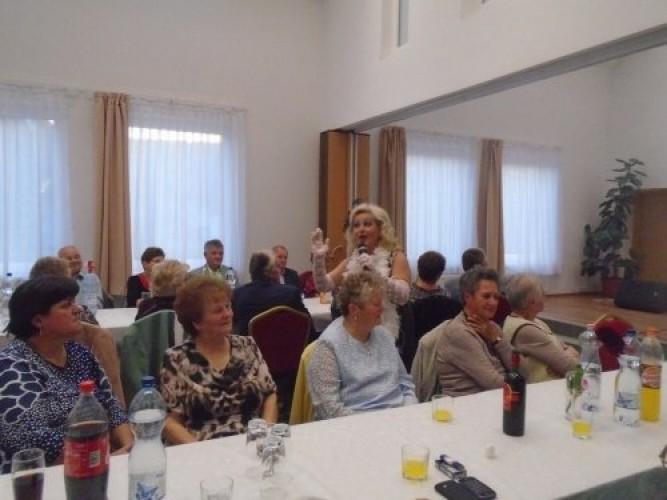 Idősek napi ünnepséget tartottak az új közösségi házban