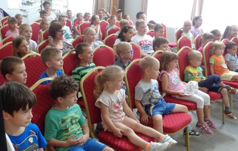 A Holle Anyó Színház játszott a gyerekeknek