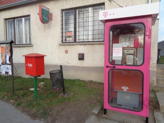 Frissen festve a telefonfülke :)