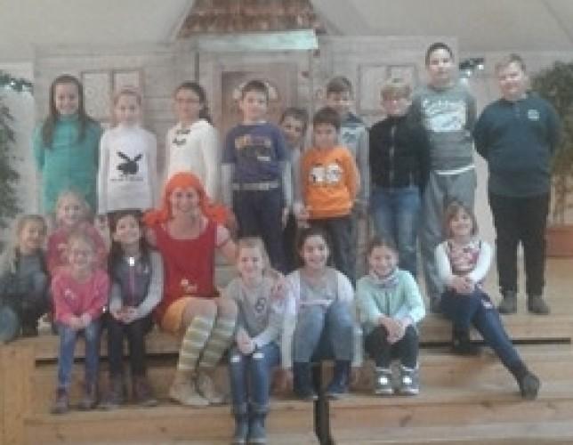 Színházi előadást néztek meg a győrsövényházi diákok Enesén