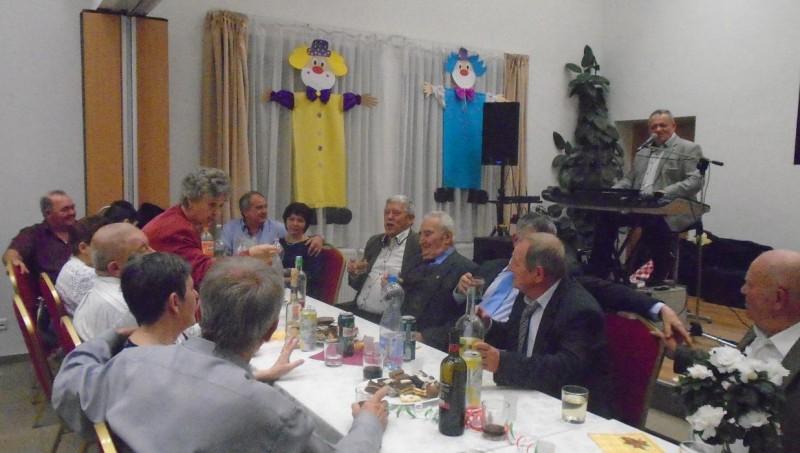 Disznót vágott és bálozott a Győrsövényházi Nyugdíjasklub
