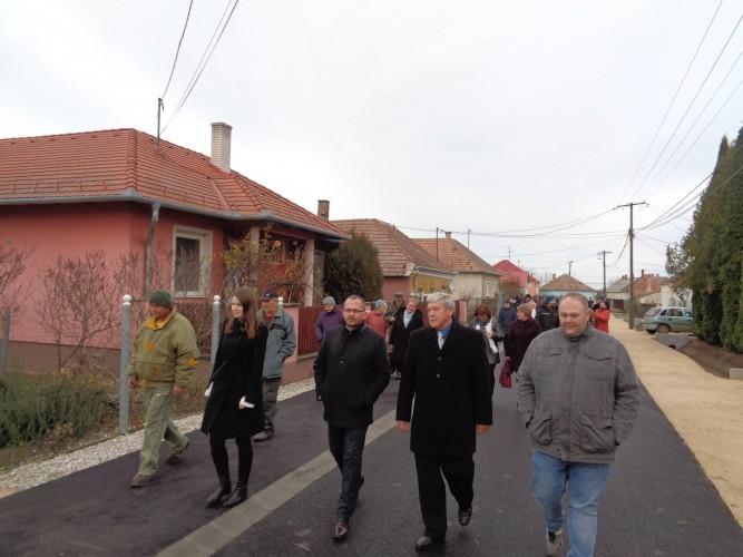 Söröshordóval avatták fel a Béke utcát