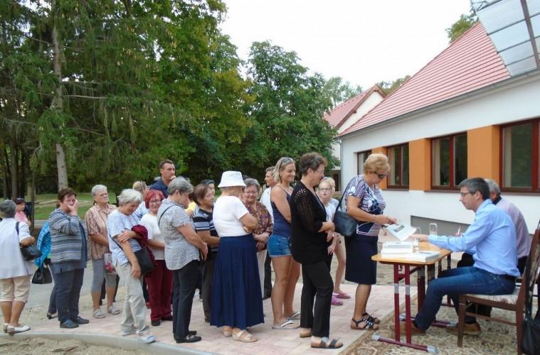 Nagy sikerrel mutatták be a Győrsövényház történetéről szóló könyvet
