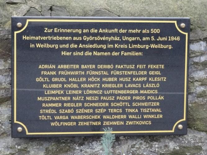 A Wikipedián a győrsövényházi kitelepítettek weilburgi emléktáblája
