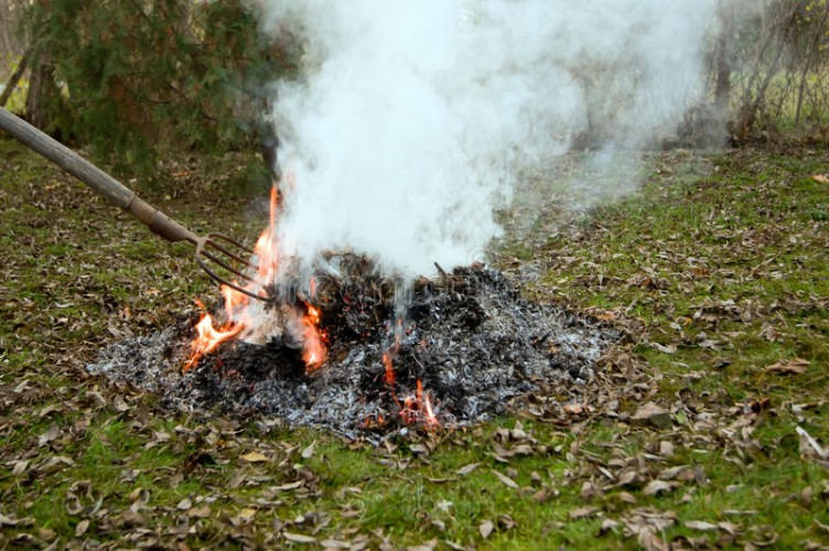 Be kell tartani a kerti égetésre vonatkozó szabályokat