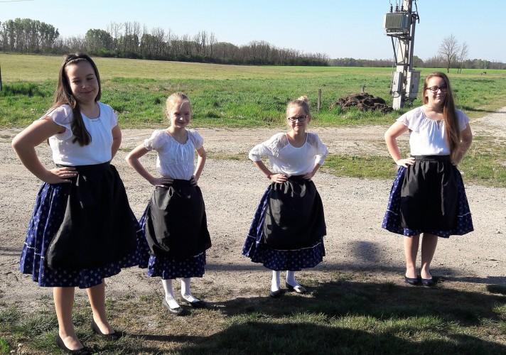 Német népviseletbe öltöztek